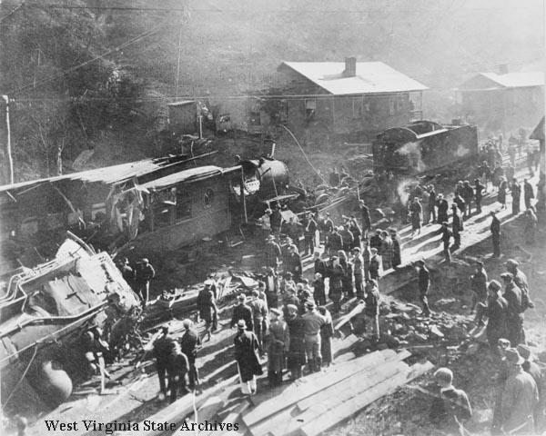 Locomotive boiler explosion at McDunn, December 27, 1934